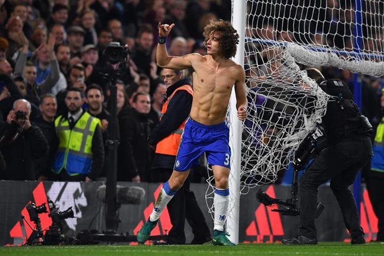 David Luiz prefirió no despotricar al jugador argentino pese a la fuerte falta. (Foto Prensa Libre: Hemeroteca)