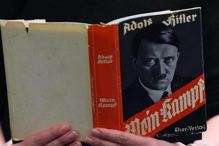 El libro revela informe médico de Hitler que señala que sólo tenía un testículo. (Foto Prensa Libre: AFP).