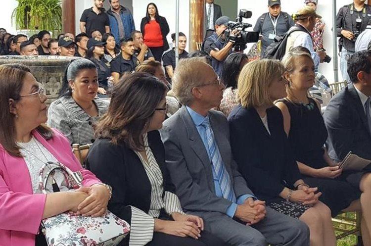 Invitados especiales a la inauguración de la Fiscalía Distrital de Sacatepéquez. (Foto Prensa Libre: Nery Gálvez)