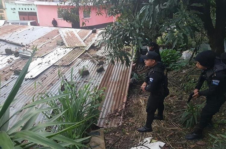 15 allanamientos en Guatemala en busca de sicarios y exorsionistas de una pandilla del Barrio 18. (Foto Prensa Libre: PNC)
