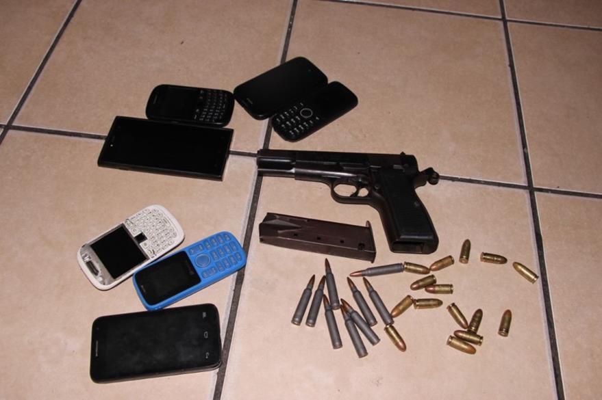 Artículos que les fueron decomisados a los capturados en Escuintla. (Foto Prensa Libre: Enrique Paredes).