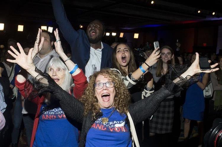 Demócratas festejan en Washington, tras los primeros resultados.