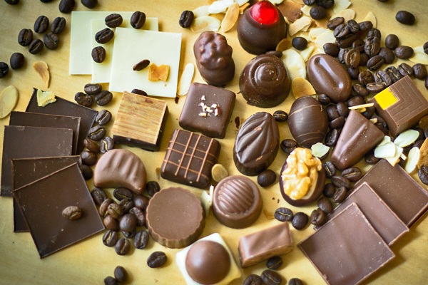 La cocina popular incorporó al chocolate como condimento de otros platos, entre ellos tamales negros y plátanos en mole; en tanto, la cocina gourmet lo llevó a postres, pastelillos y helados. (Foto Prensa Libre: Chocolatería Zurich)