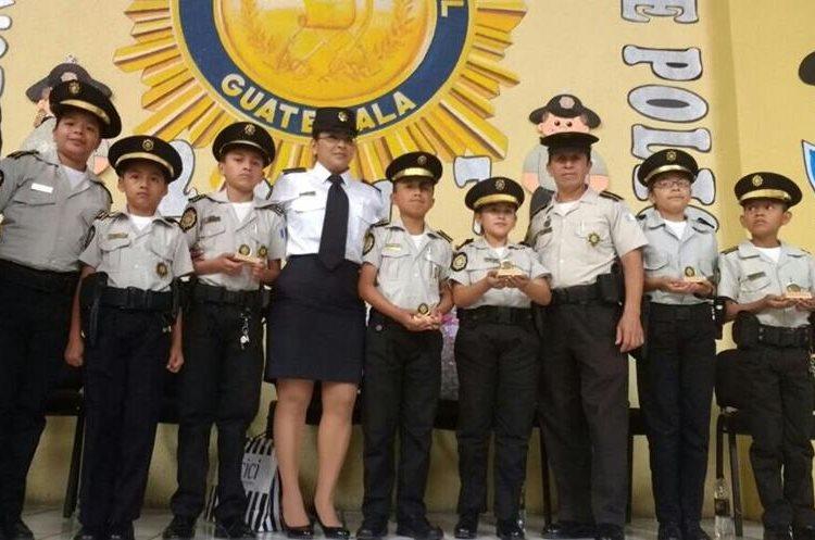 Varios niños de diferentes departamentos participaron en la actividad. (Foto Prensa Libre: cortesía)