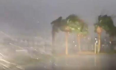 Fuertes vientos con lluvia azotan las costas de Carolina del Norte, EE. UU. (Foto:Twitter/@reportesismico)