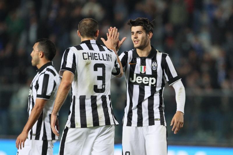 Chiellini y Morata durante una celebración de un gol en la Juventus de Turín. (Foto Prensa Libre: Hemeroteca)
