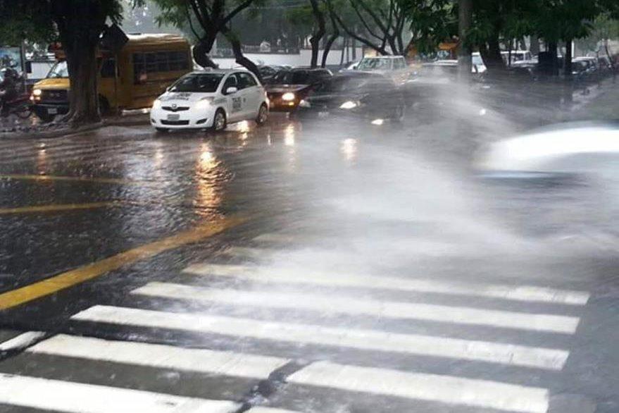 La Policía Municipal de Tránsito alerta de varios accidentes en la capital. (Foto Prensa Libre: Conred)