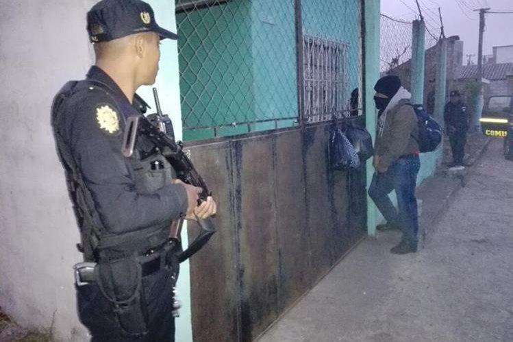 Una de las áreas donde se llevaron a cabo los allanamientos, en Villa Nueva, Guatemala. (Foto Prensa Libre: PNC).