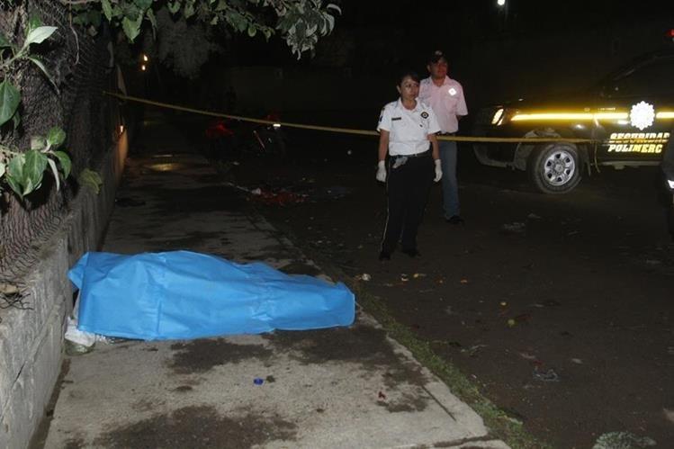 Lugar donde quedó el cadáver de Roberto Raymundo Ramírez, en Antigua Guatemala, Sacatepéquez. (Foto Prensa Libre: Miguel López).