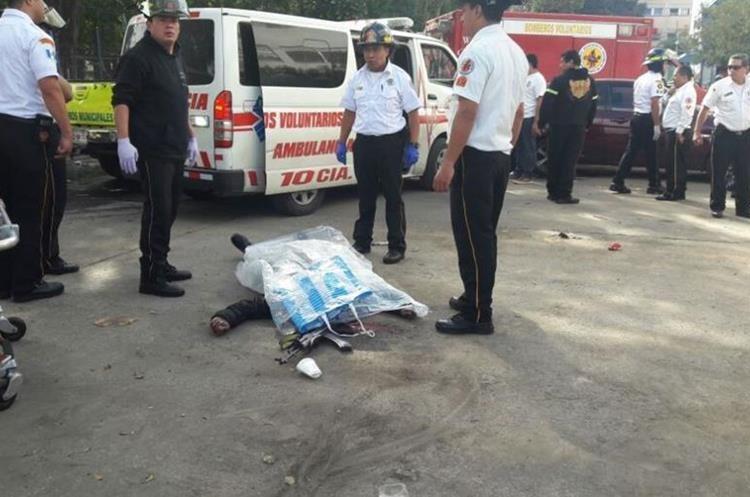 Frente al hospital Roosevelt han quedado dos cuerpos.