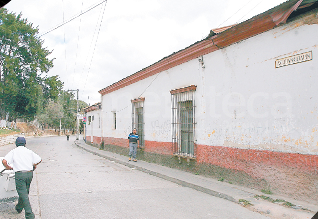 La avenida Juan Chapín rodea una parte del Cerro del Carmen. Su nombre se debe al personaje creado por José Milla. (Foto: Hemeroteca PL)