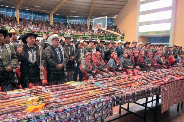 Autoridades indígenas en actividad comunitaria. (Foto Prensa Libre: Archivo).
