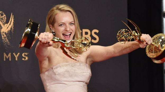 Finalmente, Elisabeth Moss ganó el Emmy a mejor actriz, premio para el que estuvo nominada en otras siete ocasiones. GETTY IMAGES