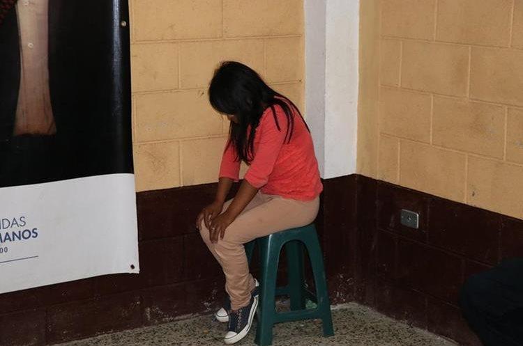 La niña permanece en un cuarto de la alcaldía indígena. (Foto Prensa Libre: Héctor Cordero)