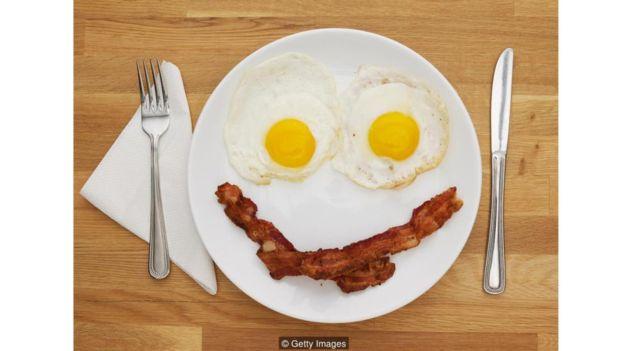 Una simple sonrisa puede ser suficiente para que los comensales paguen más.