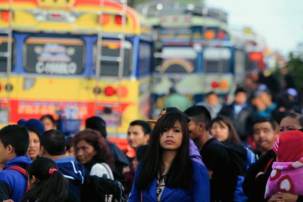 Cientos de personas utilizaron buses extraurbanos esta Semana Santa. (Foto Prensa Libre: Hemeroteca PL).
