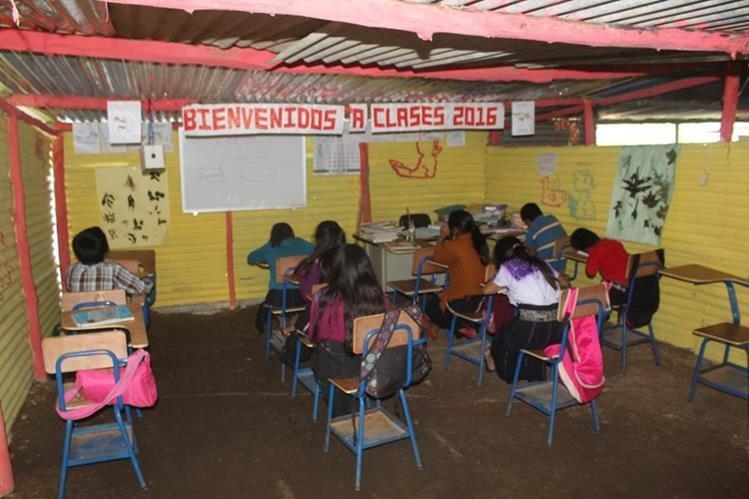 El sistema escolar sigue igual: en proceso de deterioro. (Foto Prensa Libre: Hemeroteca PL)