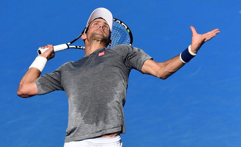 Djokovic buscará un nuevo trofeo en Australia. (Foto Prensa Libre: EFE)