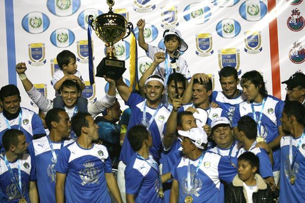 Comunicaciones conquistó su sexto título consecutivo a finales de mayo de 2015 (Foto Prensa Libre: Hemeroteca PL)