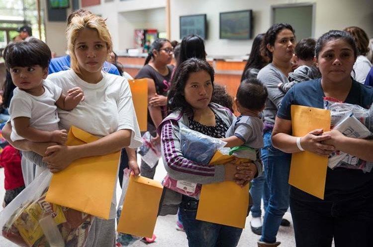 Madres centroamericanas piden asilo en EE. UU. luego de haber cruzado al frontera de manera ilegal. (Foto Prensa Libre: Hemeroteca PL)