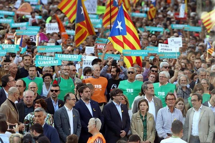 Varias manifestaciones ciudadanas han apoyado al movimiento independentista de Cataluña. (Foto Prensa Libre: Hemeroteca PL)