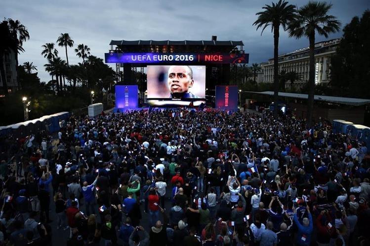 La fanzone de Niza es una de las más populares durante la Euro. (Foto Prensa Libre: EFE