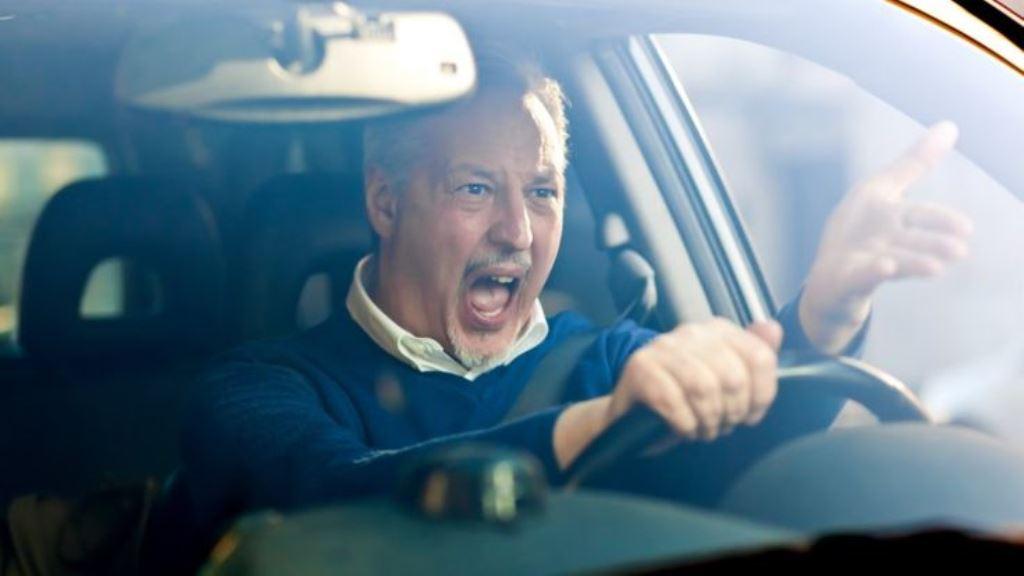 Lo mejor es manejar a una velocidad constante y con calma. THINKSTOCK