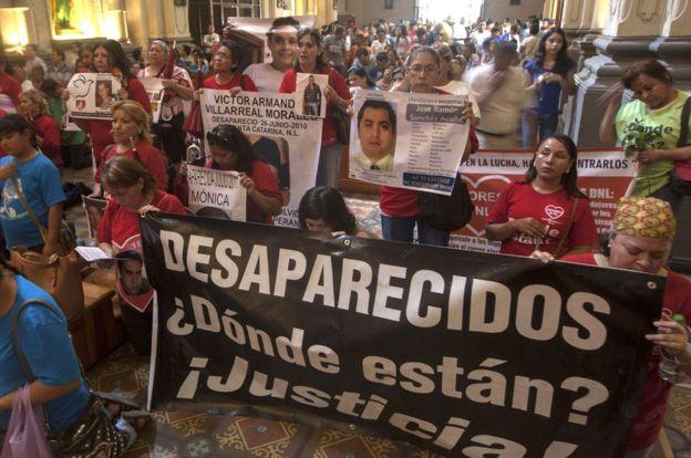 A lo largo de México se organizan colectivos de familiares de desaparecidos. GETTY IMAGES
