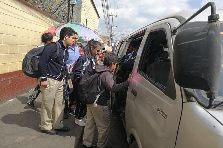 Varios pilotos de transporte urbano cambian de oficio cada año porque peligraba su vida. (Foto Prensa Libre: Fred Rivera)