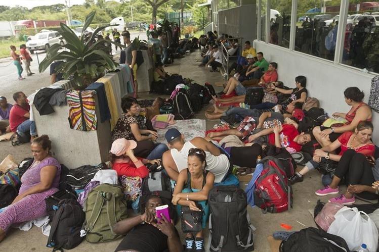 San José pidió sin éxito el apoyo de tres países para ayudar a casi 6 mil cubanos. (Foto Prensa Libre: AP)