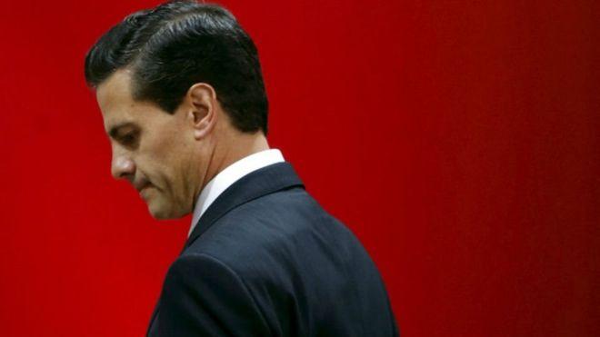 El presidente de México, Enrique Peña Nieto, fue acusado de plagiar a diferentes autores en la tesis con la que obtuvo su licenciatura en Derecho. REUTERS