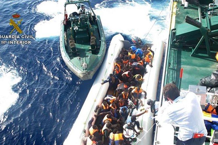 Autoridades están en alerta ante repunte de naufragios en el Mediterráneo. (Foto Prensa Libre: AFP)