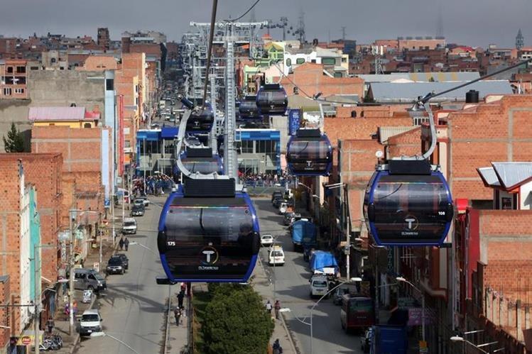 Vista del teleférico inaugurado en La Paz, Bolivia. (Foto Prensa Libre: EFE)