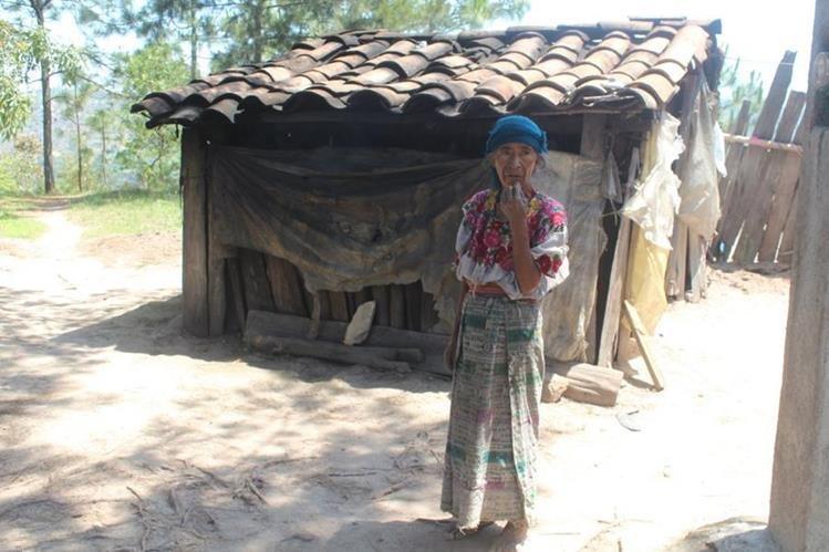 En la humilde vivienda de Angélica López, en Patulup, Santa María Chiquimula, Totonicapán, también viven su hija y sus ocho nietos. (Foto Prensa Libre: Édgar Domínguez)