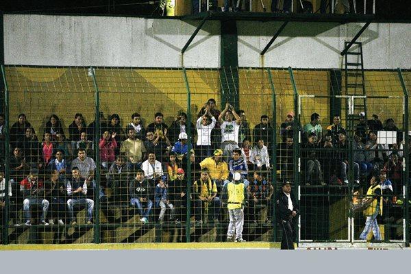 La afición de Petapa asistió en gran número al estadio Julio Armando Cobar. (Foto Prensa Libre: Jesús Cuque).
