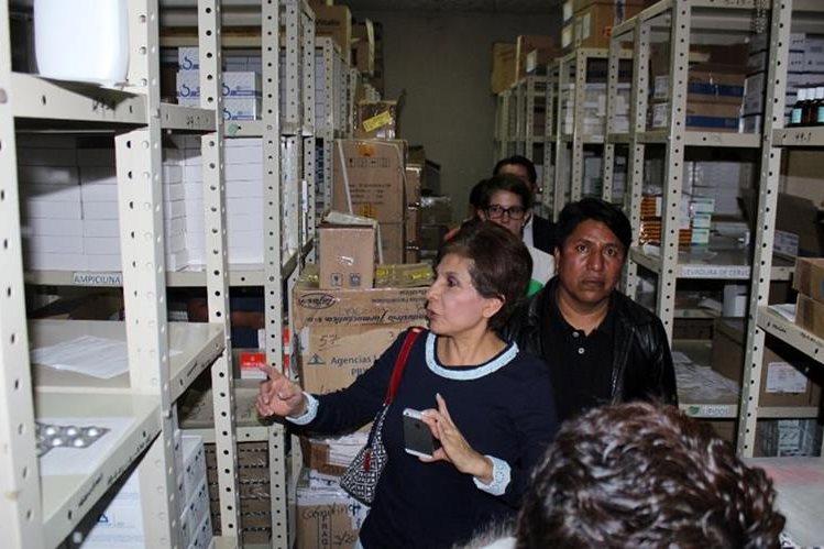 La diputada Nineth Montenegro inspecciona abastecimiento del Hospital Regional de Quiché. (Foto Prensa Libre: Óscar Figueroa).