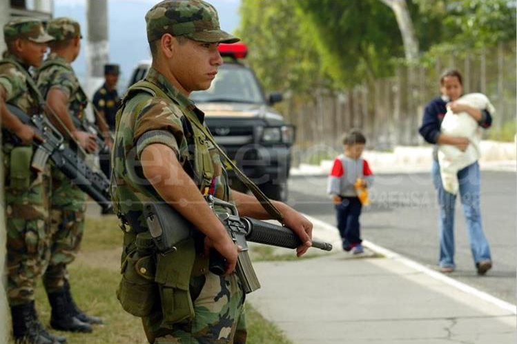 Consejo Nacional de Seguridad analizará si apoyo militar a PNC continúa después del 31 de marzo. (Foto Prensa Libre: Hemeroteca PL)
