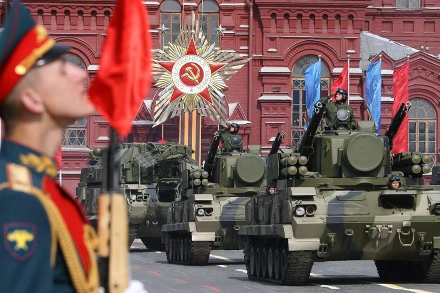 El 9 de mayo de cada año se recuerda la victoria soviética sobre los nazis con un desfile militar. Foto del año 2008. (Foto: AFP)