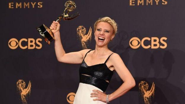Kate McKinnon fue premiada por sus imitaciones de Hillary Clinton, Kellyanne Conway y Jeff Sessions en Saturday Night Live. AFP/GETTY IMAGES