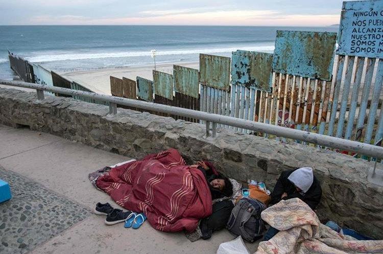 Los migrantes, en su mayoría hondureños, esperan llegar a Estados Unidos, en busca de una vida mejor.