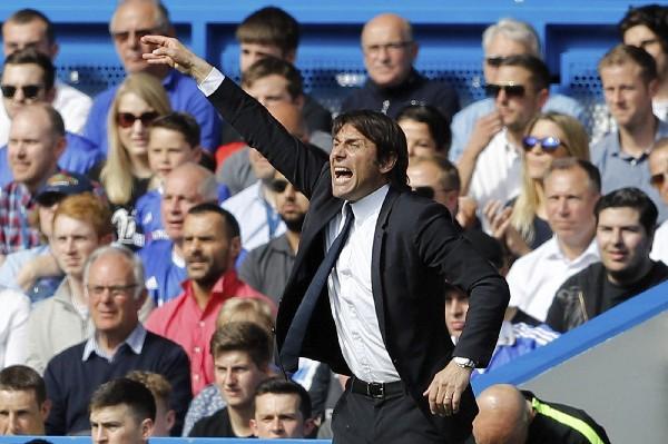 Antonio Conte y el Chelsea buscará contra el Arsenal ganar la Copa FA. (Foto Prensa Libre: AFP).