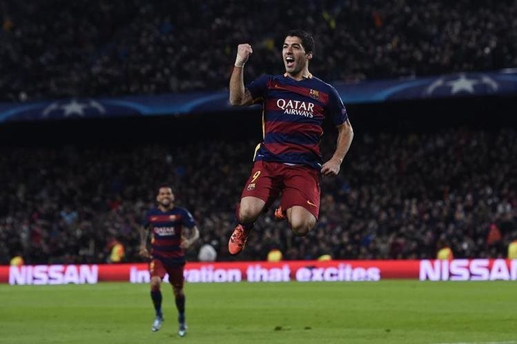 El delantero uruguayo Luis Suárez marcó su segundo doblete consecutivo para el equipo catalán. (Foto Prensa Libre: AFP)