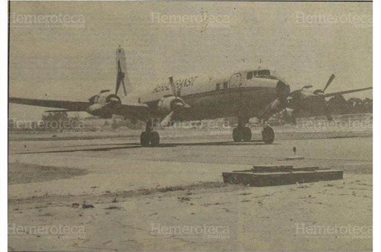Avión cuatrimotor de la Aerial Transit Company, fue tomada el sábado en horas de la mañana por uno de nuestros reporteros en la terminal aérea. 4/5/1990. (Foto: Hemeroteca PL)