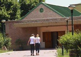 Varios alumnos del Instituto Antonio Próvolo fueron aparentemente violados por dos curas católicos.(Foto Prensa Libre: AP).