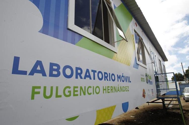 Cada  laboratorio  cuenta con 18 computadoras, algunas  con tecnología de punta. (Foto Prensa Libre: Érick Dávila)