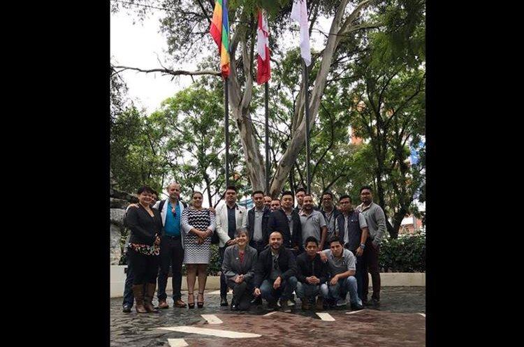 Bandera gay en la plaza Canadá, en la avenida Las Américas. (Foto Prensa Libre: Embajada de Canadá en Guatemala).
