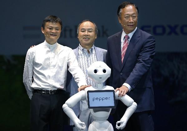 La empresa tecnológica Softbank presentó a Pepper.(Foto Prensa Libre: AP)