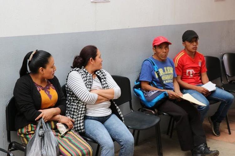 Certificaciones de nacimiento son los documentos que más demanda tienen en el Renap. (Foto Prensa Libre: Héctor Cordero)