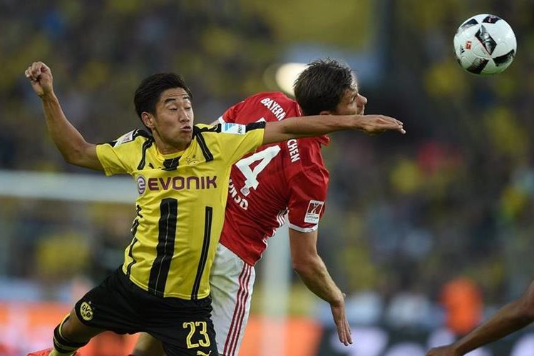 El japonés Shinji Kagawa marcó un doblete para el gigante alemán en el primer tiempo (8, 33). (Foto Prensa Libre: AFP)