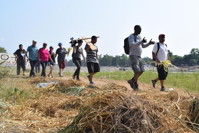 Larga caminata del viacrucis del migrante para llegar a EE. UU. (Foto Prensa Libre: EFE)